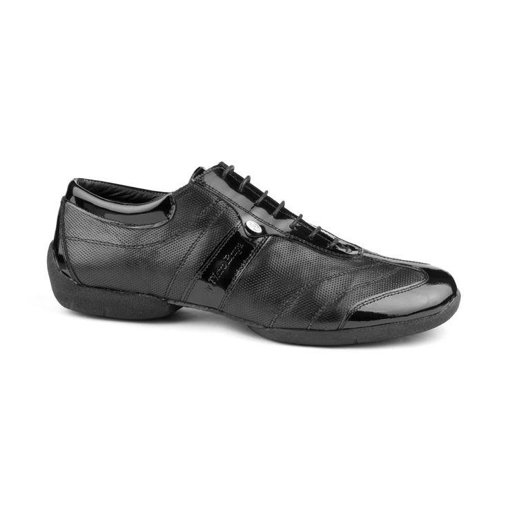 """En lækker, """"street-inspireret"""" dansesneakers velegnet til tango. Skoen er fremstillet i sort læder og lak, og er fra PortDance med modelnavn: PD Pietro Braga Street. Dette er en absolut kvalitetsdansesko i både design og funktion. Findes hos Nordic Dance Shoes: http://www.nordicdanceshoes.dk/portdance-pd-pietro-braga-street-sort-laeder-lak-dansesko#utm_source=pin"""