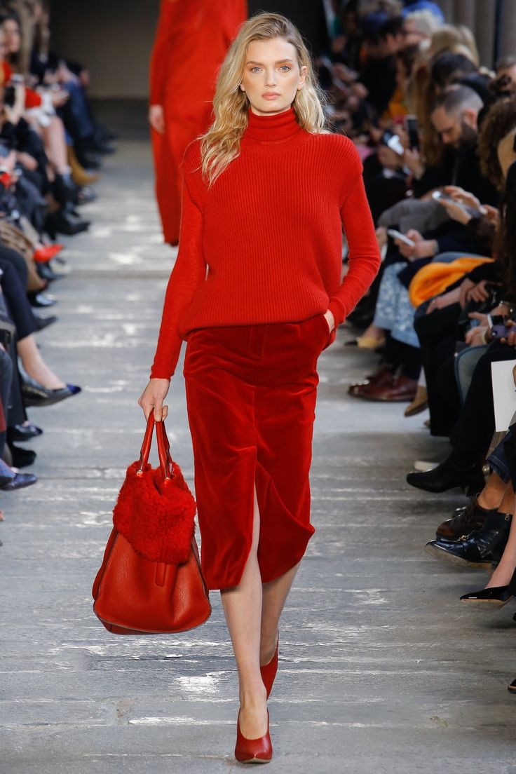 Simple everyday look in monochrome bright red playing with different hues and textures. Highneck jumper over a below the knee straight skirt. Backpack in a material mix. Max Mara - Fall 2017 Ready-to-Wear