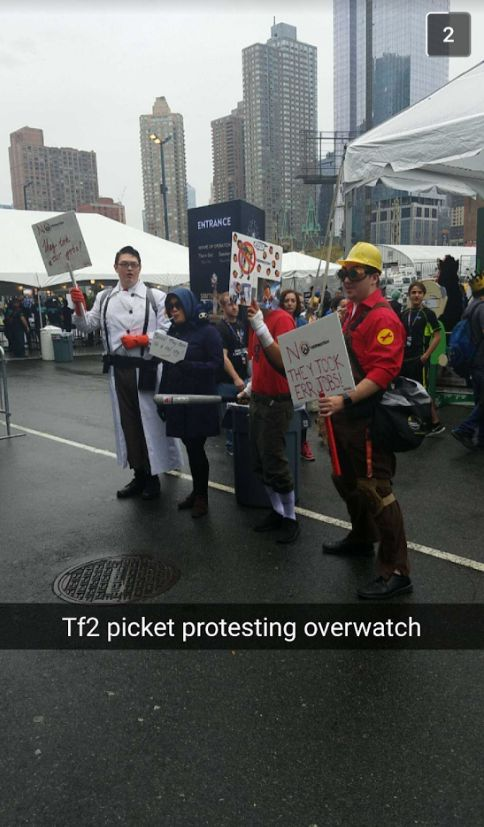 Bf found an interesting protest at Comic con NY today #games #teamfortress2 #steam #tf2 #SteamNewRelease #gaming #Valve