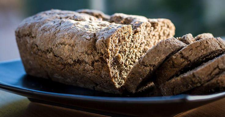 Ben jij ook fan van stevig brood waar je niet zomaar doorheen kan blazen? Brood dat je maag goed vult en bovendien enkel uit gezonde ingrediënten opgebouwd is? Dan stel ik voor dat je even verder leest en eventueel je broodbakmachine alvast bovenhaalt!