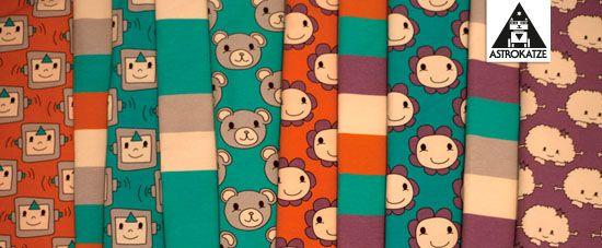 Kuschelfreunde-Kollektion von #astrokatze #stoffkollektion #stoffdesign #textildesign #pattern #kuschelfreunde #kuschelfreundekollektion #blockstreifen #blockstripes #roboter #robots #bettybloom #blumenstoff #roboterstoff #baerchen #baer #teddy #kuschel #kuschelmonster #monsterstoff #stoff #fabric #sewing #diy