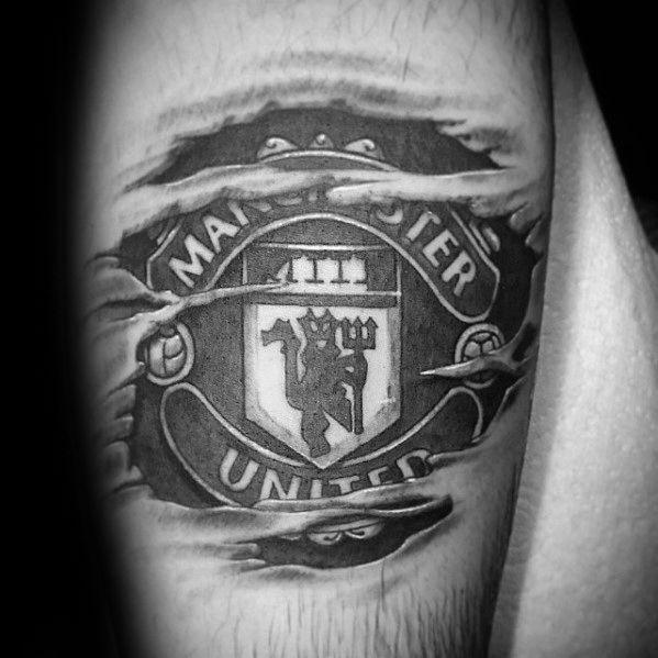 40 Manchester United Tattoo Designs Fur Manner Fussball Ideen Mann Stil Tattoo Man Utd Tattoo Manchester United Logo Tattoo Designs Men