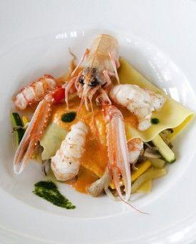 Open ravioli met langoustines en zachte paprikasaus - Recepten - Culinair - KnackWeekend.be