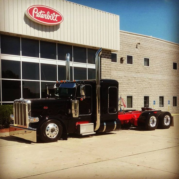 Peterbilt 389 - US Trailer would like to lease used trailers in any condition to or from you. Contact USTrailer and let us rent your trailer. Click to http://USTrailer.com or Call 816-795-8484
