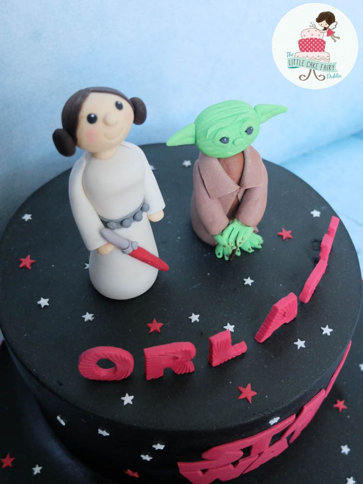 Pink Star Wars/Leia and Yoda www.littlecakefairydublin.com www.facebook.com/littlecakefairydublin