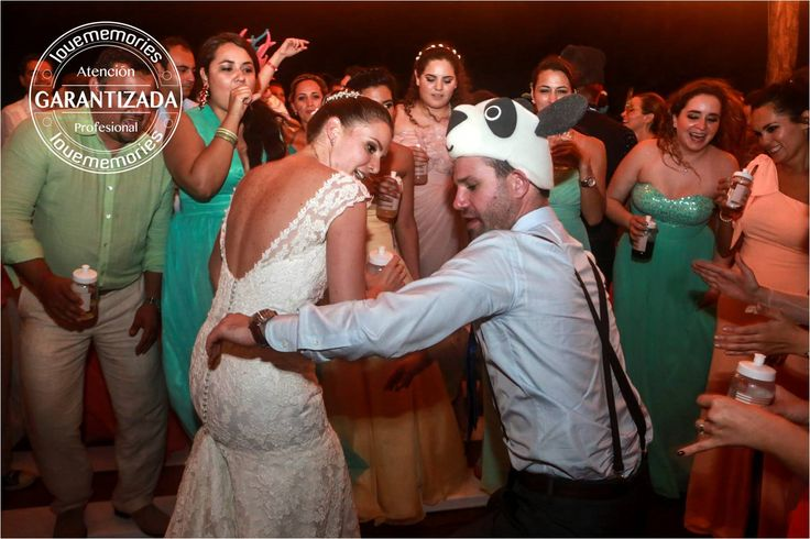 Heee heeeh heeee  Bailar cantar reir es un dia 100%memorable  Organizamos Bodas Divertidas alegres memorables www.lovememories.com.mx