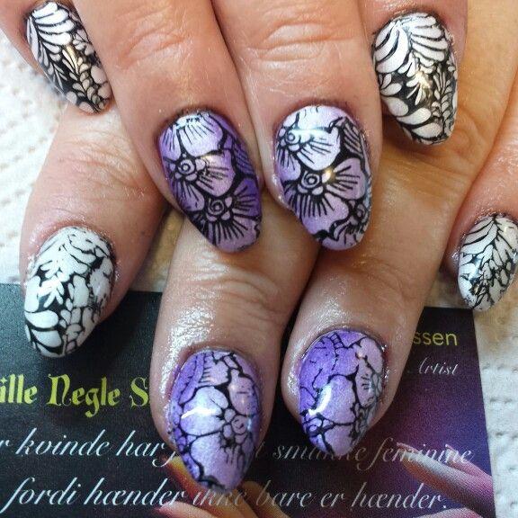 Akryl negle med pigment og stamping.    Facebook : Den lille negle salon Instagram : Den lille negle salon #denlilleneglesalon #nailsalon #denmark #svendborg #neglesvendborg #nailart