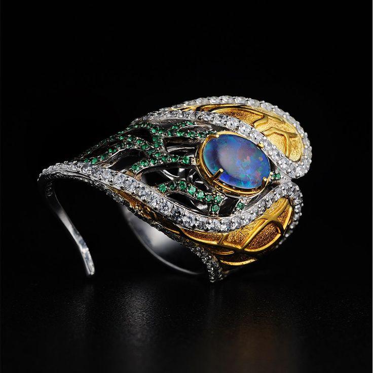 одно кольцо на 2 пальца, поезд, завтра выставка. высокая концентрация драгметалла и камней на квадратный метр. серебро, опалы и прочее