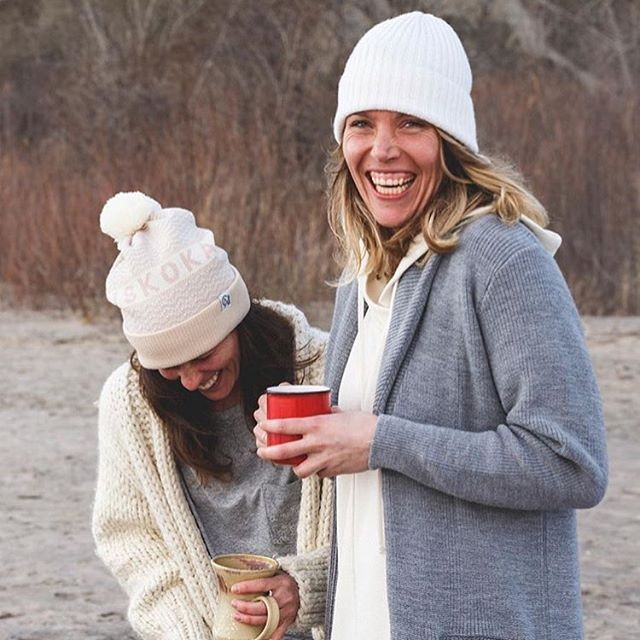 Coffee, toques and cashmere; what cold November mornings were made for. 📸: @jdmorden & @tuckshopco #toqueseason #november #tuckshopco #scarboroughbluffs #cityofneighbourhoods #cashmere #ootd #womensfashion
