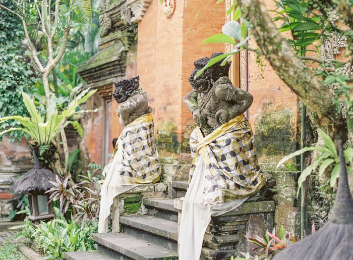 Ubud Palace | photography by http://vickigraftonphotography.com/blog