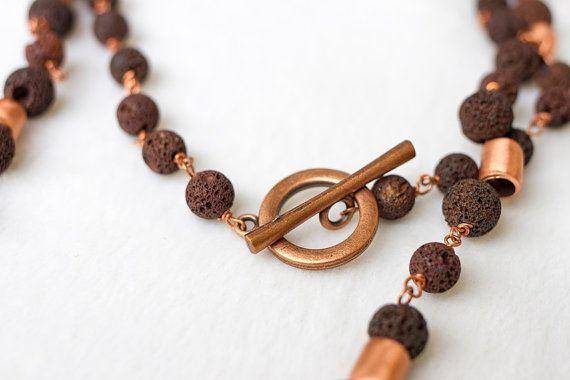 Collar de cobre y piedra volcánica. www.pazgabriel.cl