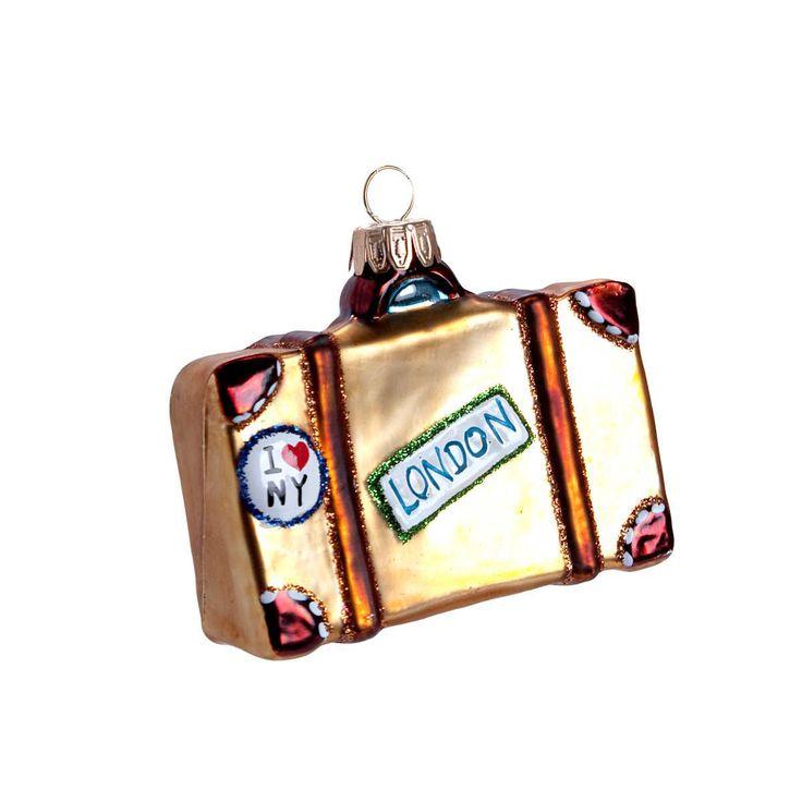 Weil Koffer ja auf Ihrem Wunschzettel standen, kommt von BUTLERS hier der Hang On Reisekoffer aus Glas zum Aufhängen. In verschiedenen Varianten erhältlich. Alle Jahre wieder präsentiert BUTLERS den schönsten Weihnachtsschmuck. Von klassisch bis modern, von besinnlich bis beschwingt. Zum Verschenken und sich selbst Verwöhnen. Für echte und künstliche Christbäume, für Tannenzweige und Ihre ganz persönlichen Dekoideen. Das wird ein Fest!