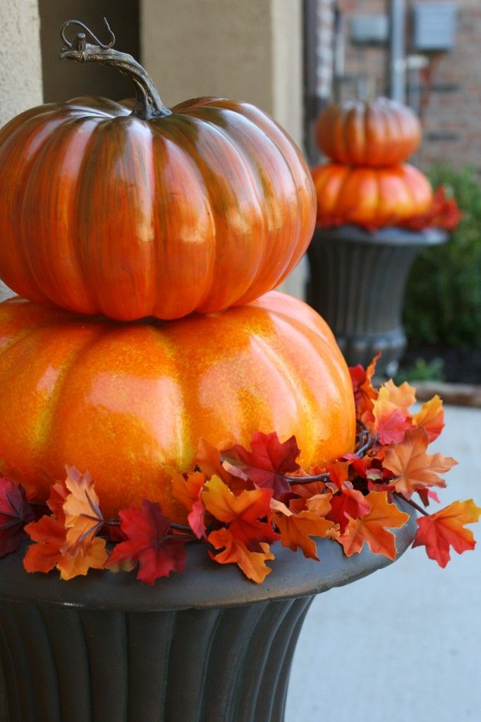 Quick and Easy Outdoor Pumpkin Topiaries {adiamondinthestuff.com}