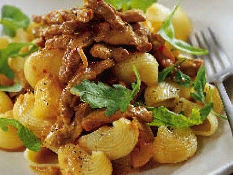 Griskött är snabblagat kött till vardags. Köp färdigstrimlat eller strimla färsk skinka själv.