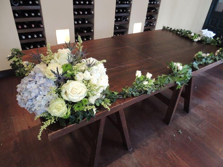 Mesa ceremonia. Contáctanos para cotizar tu boda clientes@lapetala.com.  2159030 Bogotá.