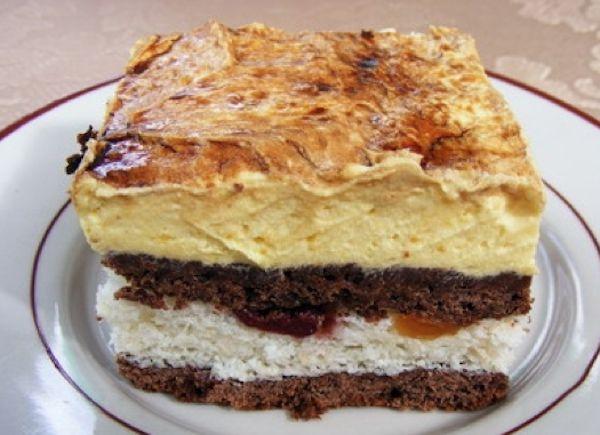 Prajitura Frantuzeasca .300 gr făină, 150 gr zahăr, 150 gr margarină, 1 praf de copt, 2 linguri de cacao, 200 gr smântână.