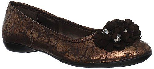 Bella Vita Women's Mae Ballet Flat,Copper Metallic,10 M US. Bella Vita Women's Mae Flat Shoes give your feet flexible comfort with a fun flair You may find yourself wanting to wear this feminine flat every day. Flexible construction allows the footbed to form to the contour of your arch and bend as you walk. While the thermoplastic rubber outsole helps keep your steps confident with sure footed traction. Leather, faux metallic leather, or suede upper in a casual flat style with a round…