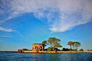 7 reason why you should visit Pulau Seribu in Indonesia. Contact : kalamantana@gmail.com