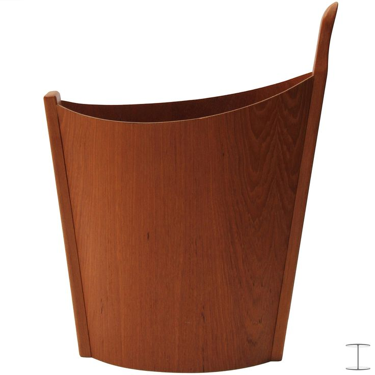 A beautifully crafted Norwegian wastebasket having molded and shaped sides and a sculpted single handle in solid teak. Manufactured by Westnofa No. 9819.001