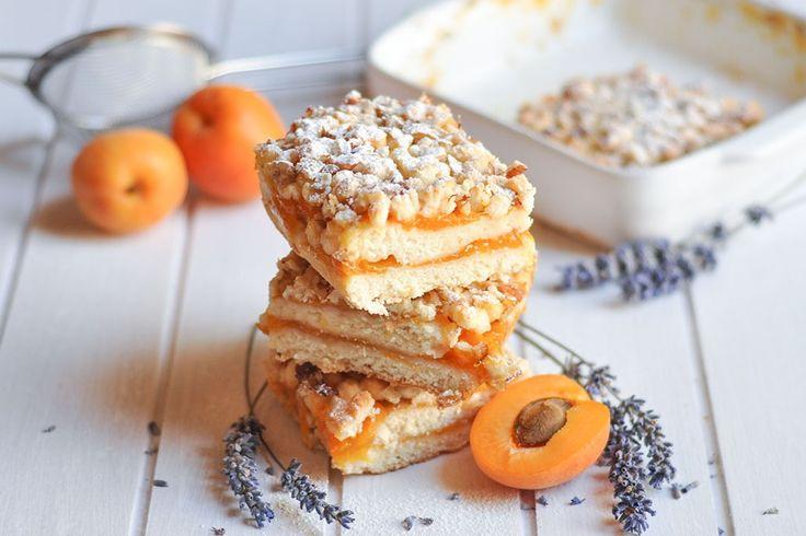 Il tortino alle albicocche con nocciole croccanti è un dolcetto delizioso, croccante e dal sapore delicato. Ecco la ricetta