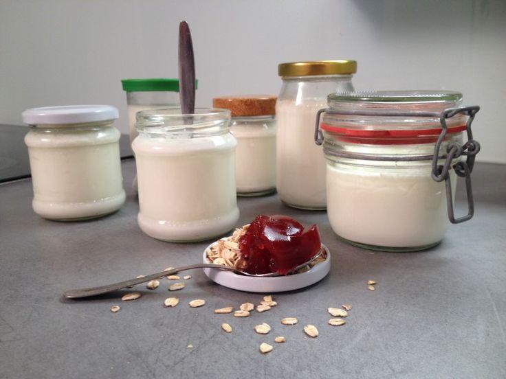 Léty prověřený recept na jogurt, který uděláte doma i bez jogurtovače! Láďa Hruška od vás dostal desítky receptů na domáci jogurty, ale jeden ho zaujal nejvíce. A je jen ze dvou surovin. Pojďme si ho vyzkoušet. Jediné, co budeme potřebovat je plnotučné mléko a jogurt s živou kulturou. Celý recept spočívá v tom, že nalijeme…