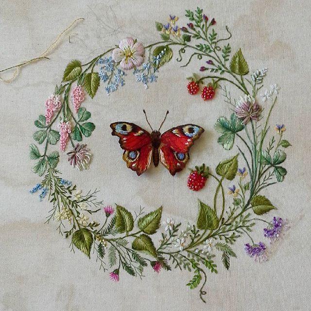 Самое трудное позади, будет небольшое летнее настроение, размер 20 на 20 см, если есть желание купить, обращайтесь, будет стоить дешевле:))) #весна #вышивкагладь #бабочка #подарок #настроение #венок #венокизцветов #вышивкакрестом #картина #природа#подарок #длясебялюбимой