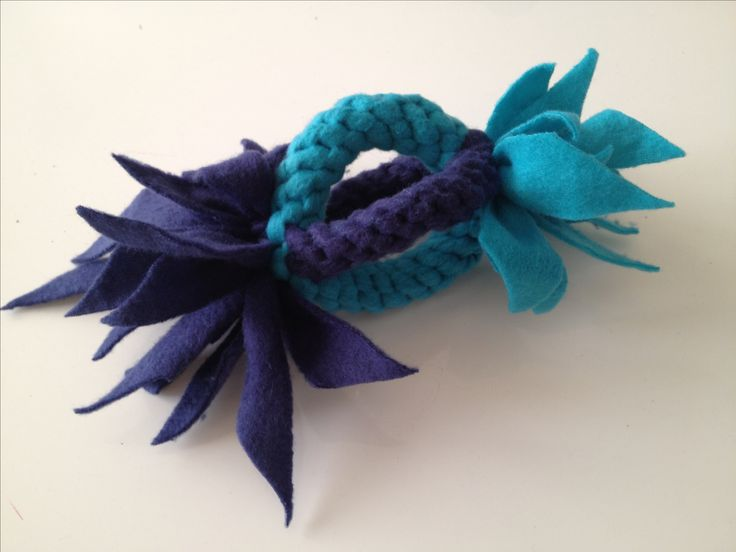 DIY dog toy made from fleece. Made 2 scoubiedou tug ropes and combined them into a 2D ball.