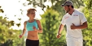 Per cavalcare le onde bisogna essere anche piuttosto allenati, per cui durante l'anno cerco di tenermi in forma praticando jogging ( e mi trascino dietro anche il mio compagno! ), yoga, e fitness.