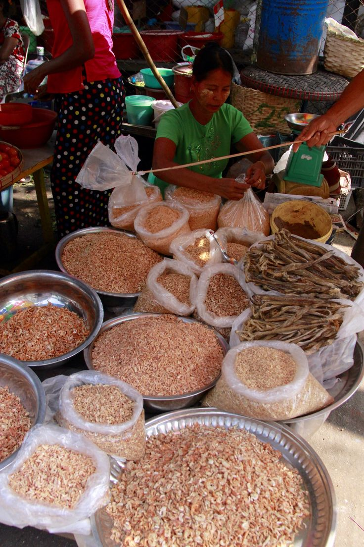 After the check out, I wandered around in the city and found many food markets where I had the chance to observe smiley faces and the usual food sold in South East Asia: of course on the floor. You…