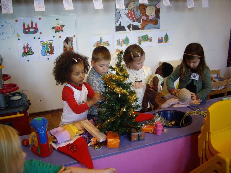 Huishoek, kerstboom versieren