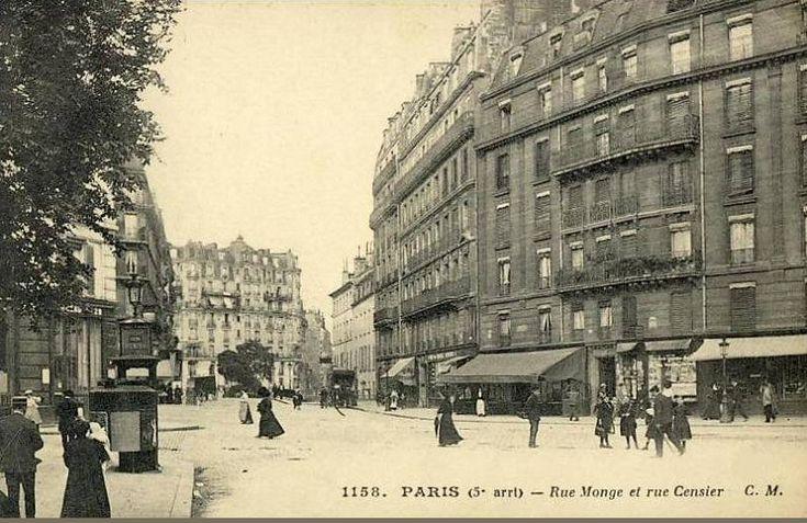 La rue Monge au niveau de la rue Censier vers 1900 (Paris 5ème).