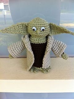 2000 Free Amigurumi Patterns: -Free Yoda Crochet Pattern