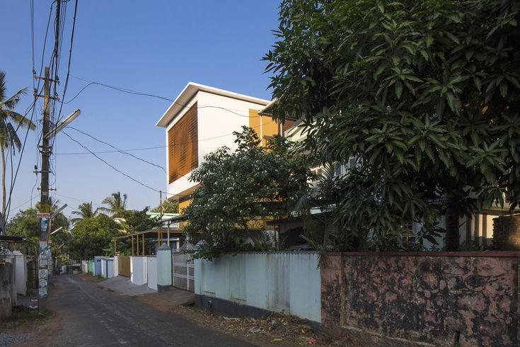 Gallery of The Breathing Wall Residence / LIJO.RENY Architects - 8