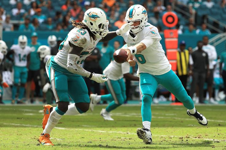 Jay Cutler leaves Dolphins game vs. Jets with chest injury
