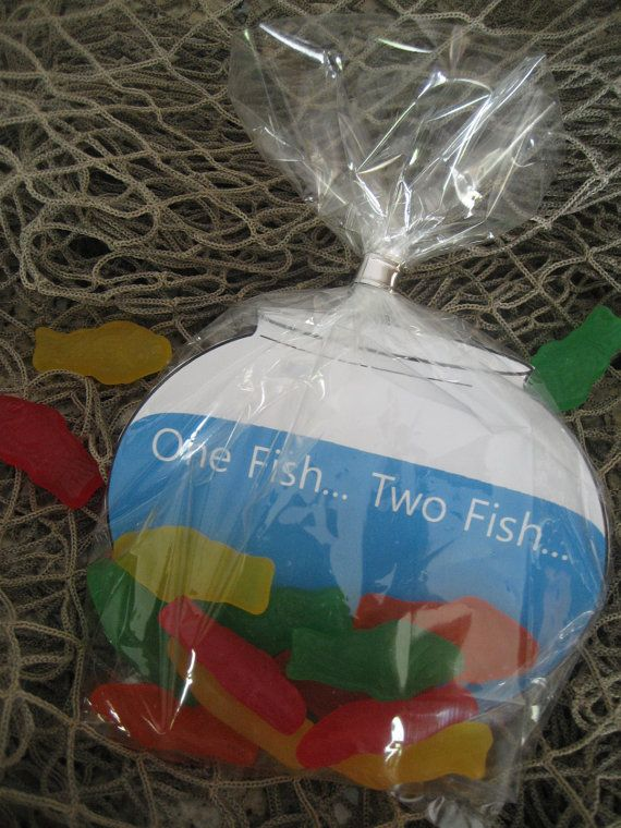 MUST HAVE foar Elmo Party...gummy fish in a bag with a fish bowl background...instead of Dr. Seuss idea have a gold fish painted in the bowl...