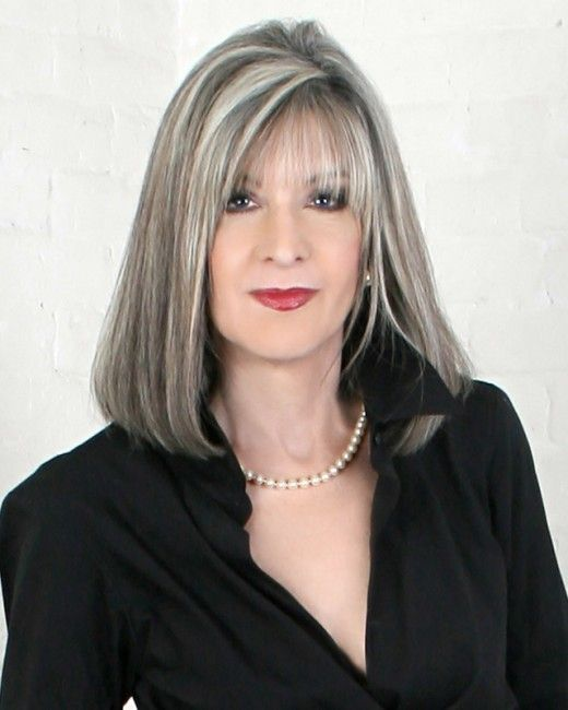 What are some fashionable short, gray hairstyles for women?