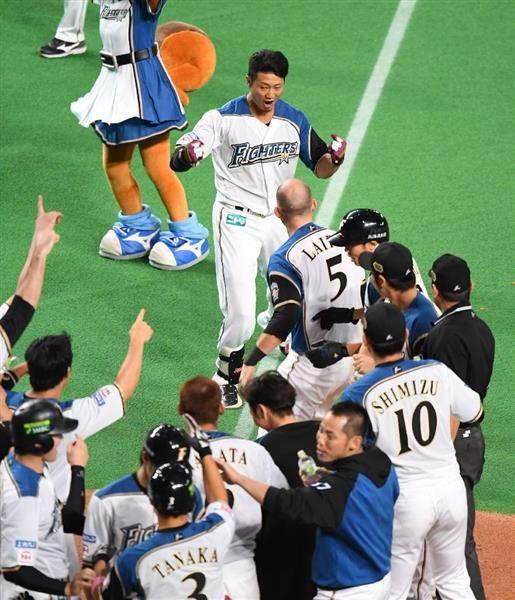 日本シリーズ第5戦日本ハム対広島 9回、サヨナラ満塁本塁打を放った日本ハム・西川遥輝=27日、札幌ドーム(撮影・森本幸一)