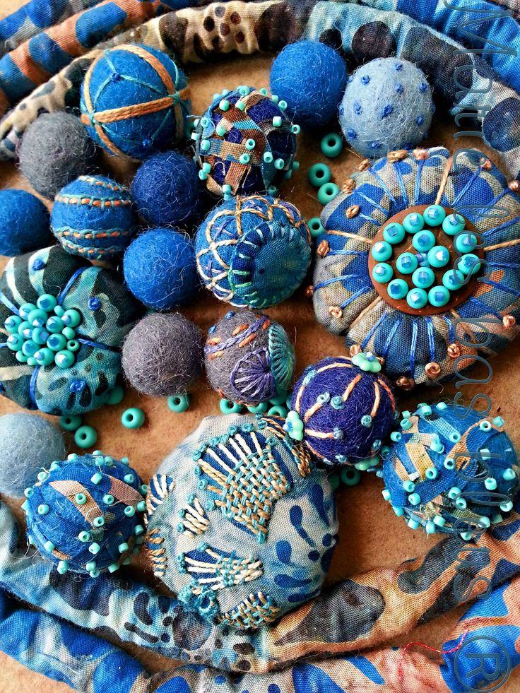 Marie les bas bleus - perles brodées