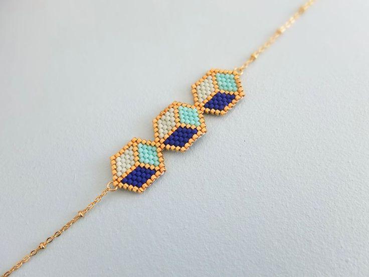 Le produit Bracelet trio de cubes 3D tissé en perles japonaises Miyuki est vendu par My-French-Touch dans notre boutique Tictail.  Tictail vous permet de créer gratuitement en ligne une boutique de toute beauté sur tictail.com