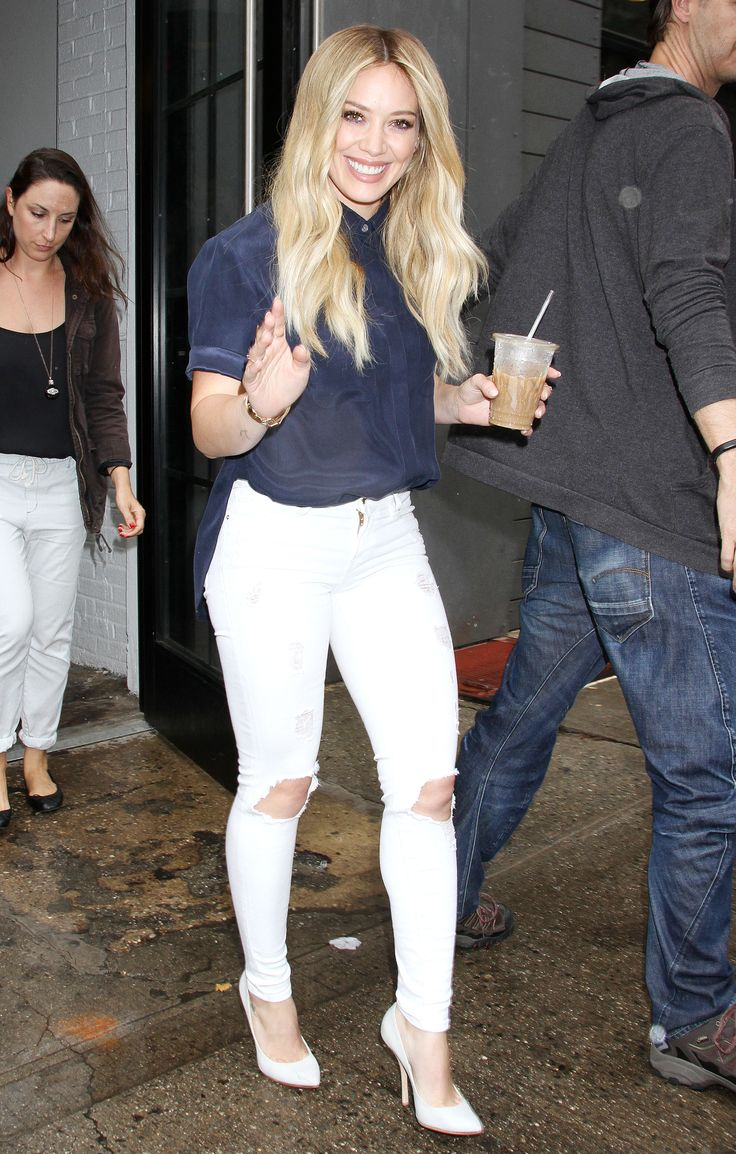 "Hilary Duff 5'2"" high waist jeans with monochromatic shoe. YES. All petite fashion rules followed!"
