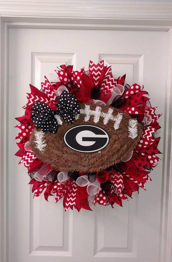 Check out this item in my Etsy shop https://www.etsy.com/listing/535856758/georgia-bulldogs-wreath-georgia-wreath