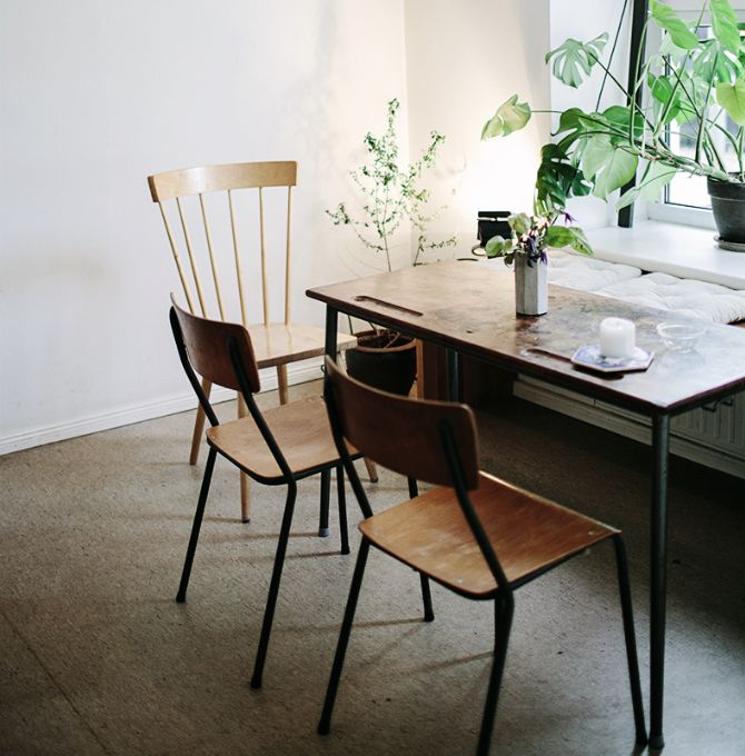 Make a table like this for a compt desk, wood top and buy legs, easy!