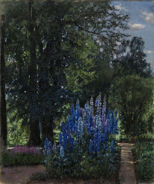 Жуковский. Наперстянка в летнем саду / Zhukovsky. Foxgloves in a summer garden