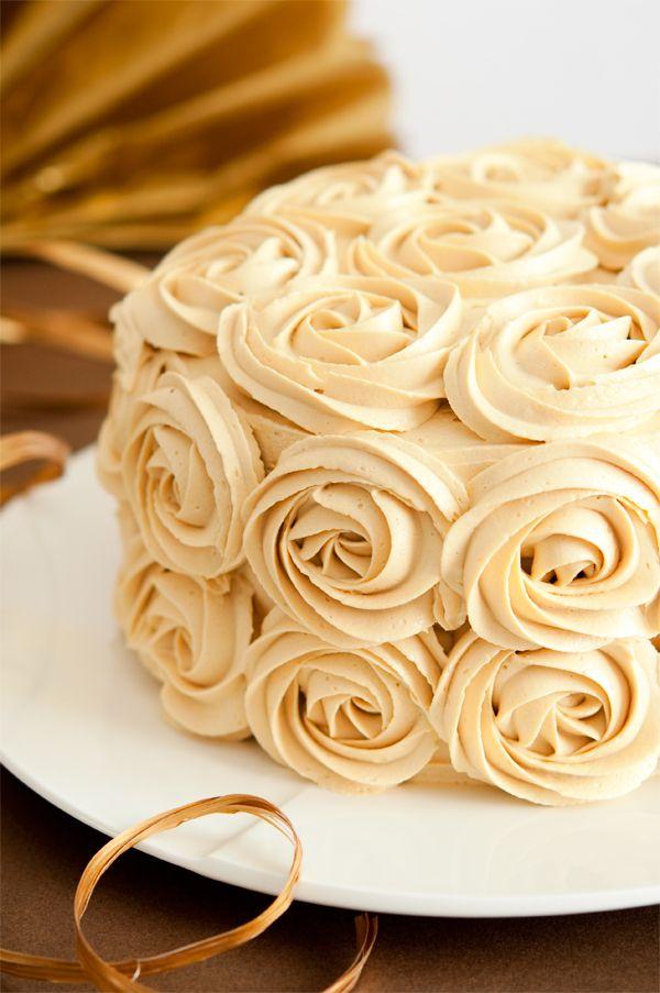 Tarta de chocolate y caramelo con rosas