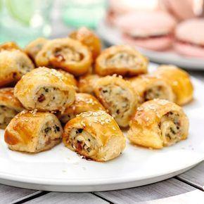 Frasiga och ljuvligt goda snittar med smördeg, kyckling och bacon som smälter i munnen. Perfekt plockmat till buffén eller minglet!