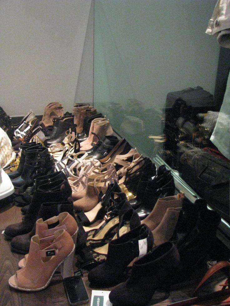 Nous avons besoin de chics paires de souliers Femme