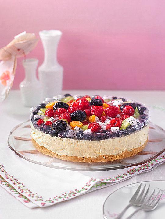 Sommerliche Joghurt - Sahne - Torte mit frischen Früchten