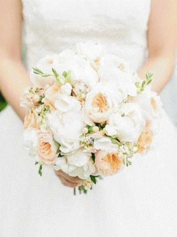 bouquet rond de roses david austin peche , pivoines, freesia,...,Fleuriste perigueux Fleurs de Famille bonvoisin perigueux mariage fleuriste livraison