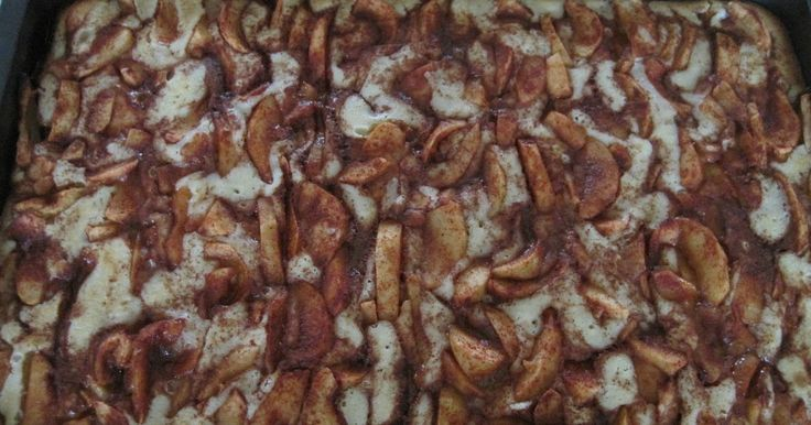 Den her kage er en af dem der bliver lavet hvert efterår - år efter år og gerne flere gange i løbet af æblesæsonen. Den er bare skøn med de ...
