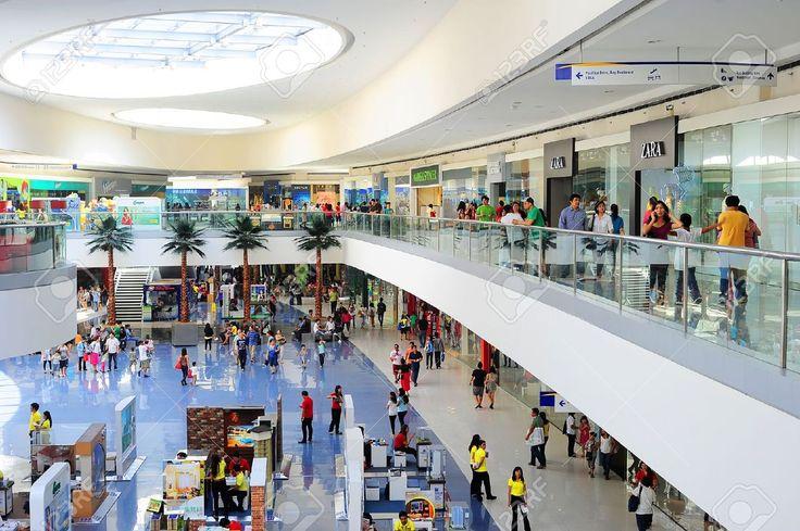 Manila, Filippijnen - 03 April 2012: SM Mall Of Asia (MOA) Is Een Winkelcentrum In Manilla. SM Mall Of Asia Is De 2de Grootste Winkelcentrum In De Filippijnen En De 4e Grootste Winkelcentrum Ter Wereld. Het Heeft Een Oppervlakte Van 42 Hectare En Heeft Een Bruto Vloeroppervlakte Ar Royalty-Vrije Foto, Plaatjes, Beelden En Stock Fotografie. Image 13062697.